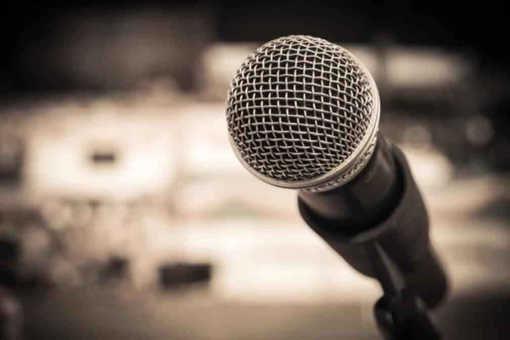 Die Stimme – Wie verändert sie sich bei Frau-zu-Mann oder Mann-zu-Frau Personen